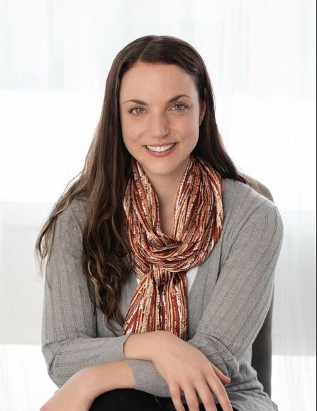 Danielle Lithwick, intuitive eating and eating disorder therapist in Ottawa, ON.
